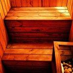 Jakie wyposażenie musi znajdować się w domowej saunie? Sprawdź, aby sauna spełniała twoje potrzeby