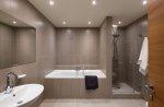 aranżacja łazienki w jasnych kolorach